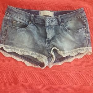 Juniors denim lace shorts